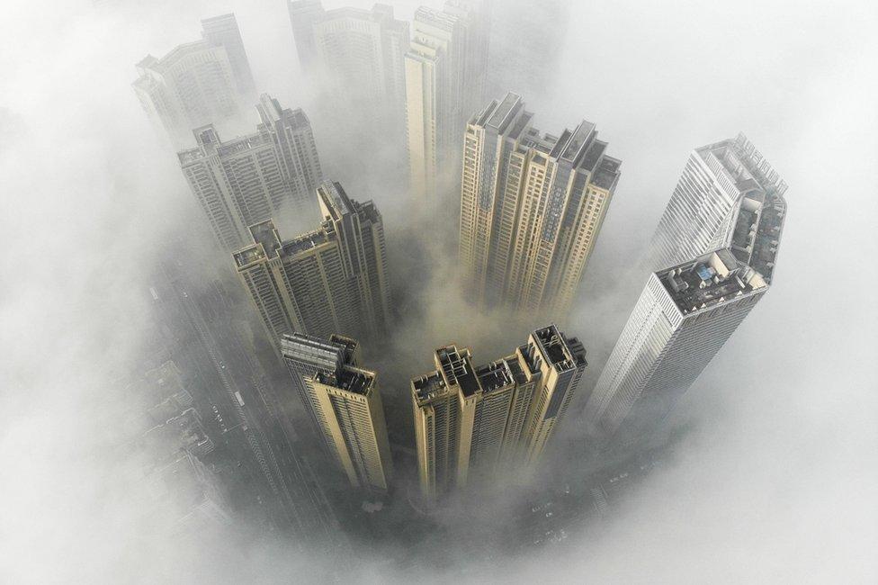 fotografija magle iz vazduha u u gradu Čangša u Kini