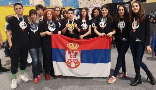 Kragujevački gimnazijalci lakše do svemira nego do Amerike 5