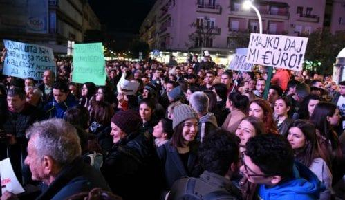 Grupa građana u protestnoj šetnji u Cetinju povodom najavljenog molebana SPC 10