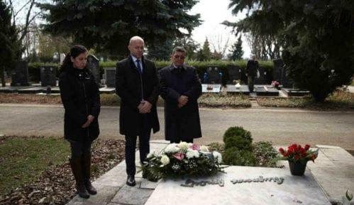 Položeni venci na grob i spomenik pesnika Miroslava Mike Antića 2