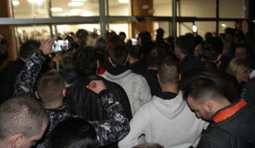 RTS: Demonstranti upali u RTS i gurali zaposlene 15