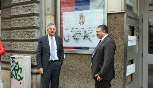 Austrijskom MSP upućena nota zbog grafita OVK na Konzulatu Srbije (FOTO) 1