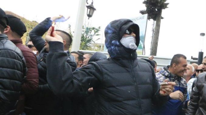 Albanski demonstranti pokušali da upadnu u parlament 4