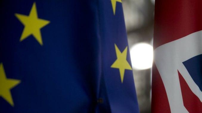 Britanska funta pala ispod 1,20 za dolar zbog previranja oko Bregzita 1