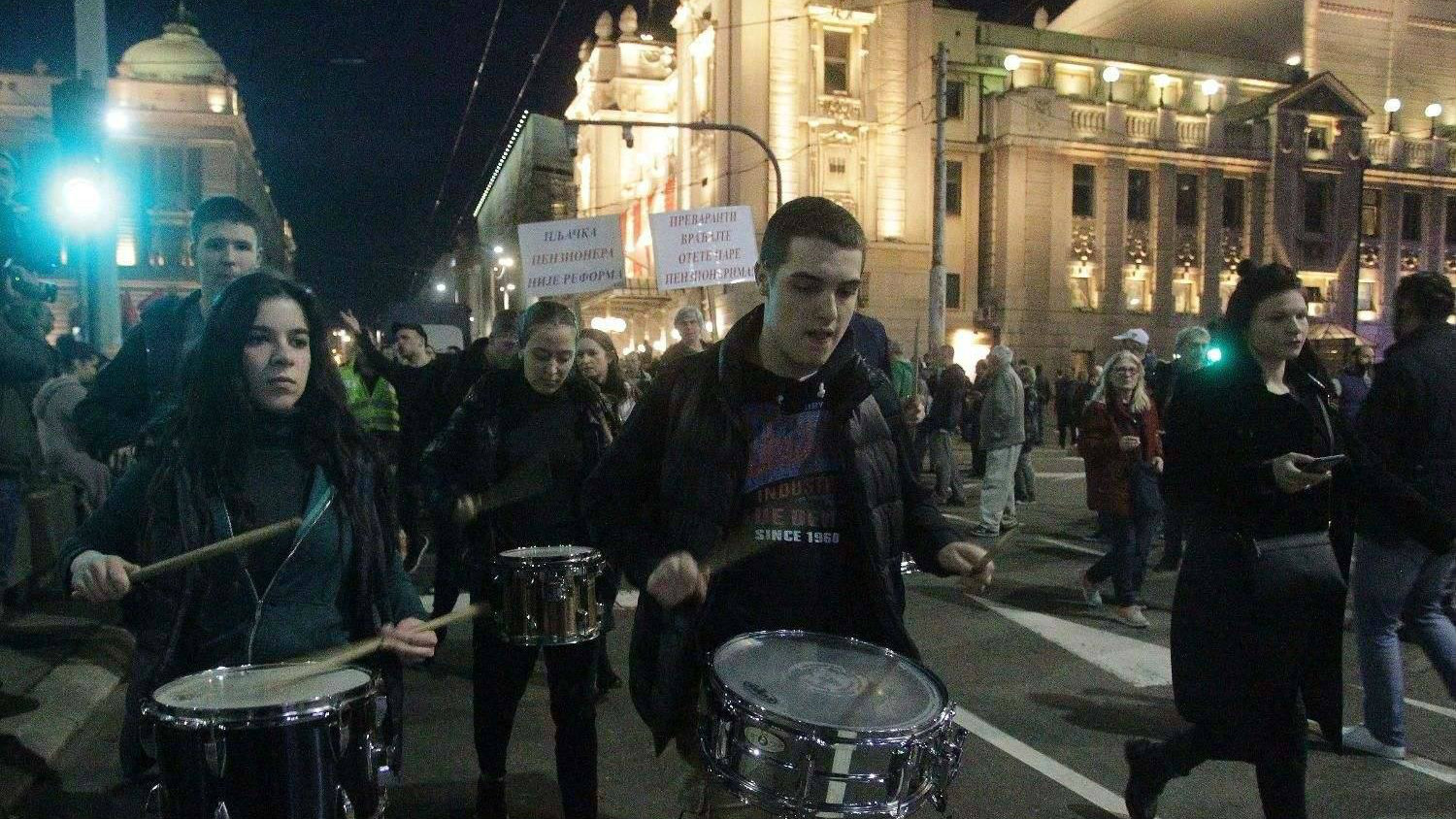 "Protest ""Jedan od pet miliona"" u Beogradu: Blokada RTS-a (VIDEO) 2"