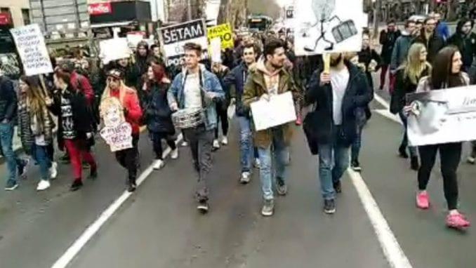 "Protestno okupljanje studenata ""Mislim, dakle hapsi me"" (VIDEO) 1"