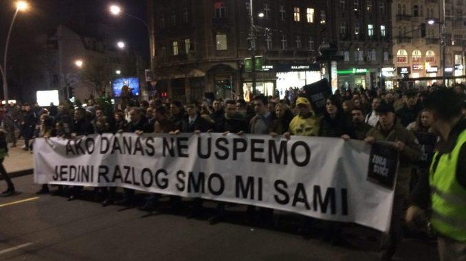 Memorijalna šetnja za Đinđića, kapija dvorišta Vlade zatvorena pred građanima (VIDEO, FOTO) 1