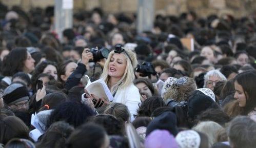 Neredi ispred Zida plača zbog molitvi žena 4