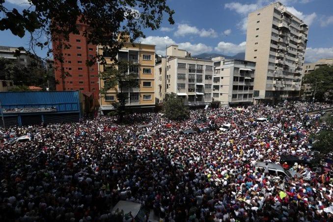 Pristalice vlade i opozicije u Karakasu 1