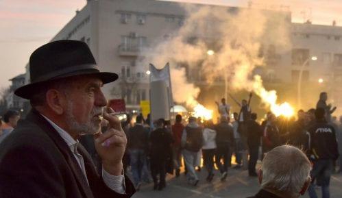 Više hiljada ljudi u protestnoj šetnji Podgoricom 6