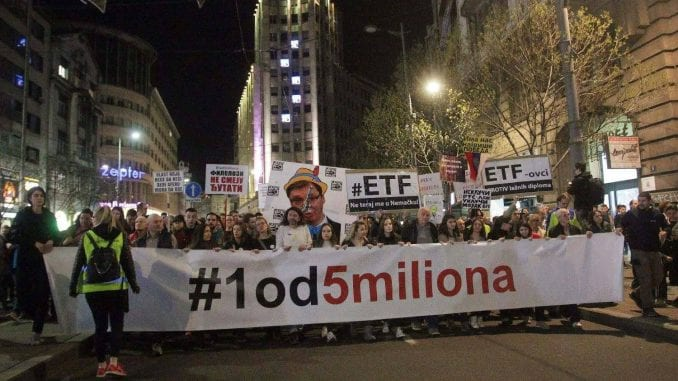 "Protest ""Jedan od pet miliona"" u Beogradu: Blokada RTS-a (VIDEO) 1"