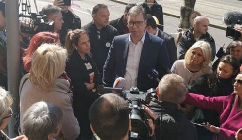 Vučić pozvao građane sa kreditima u švajcarcima da obustave protest i obećao rešenje 14