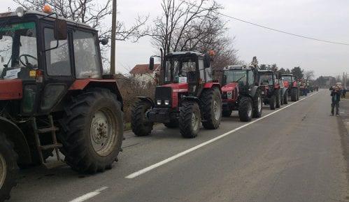 Traže odlaganje zamene tablica na traktorima 10