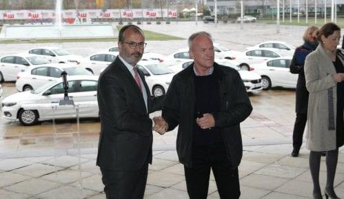 EU donirala automobile lokalnim timovima za socijalnu podršku Romima 5