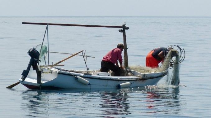 Papa odao priznanje ribarima koji čiste more 1