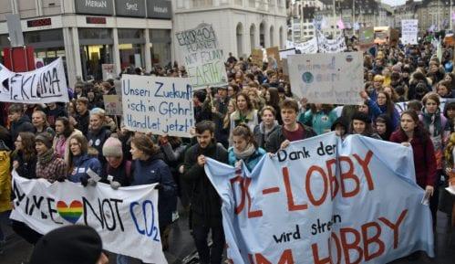 Na hiljade na protestu u Amsterdamu zbog klimatskih promena 6