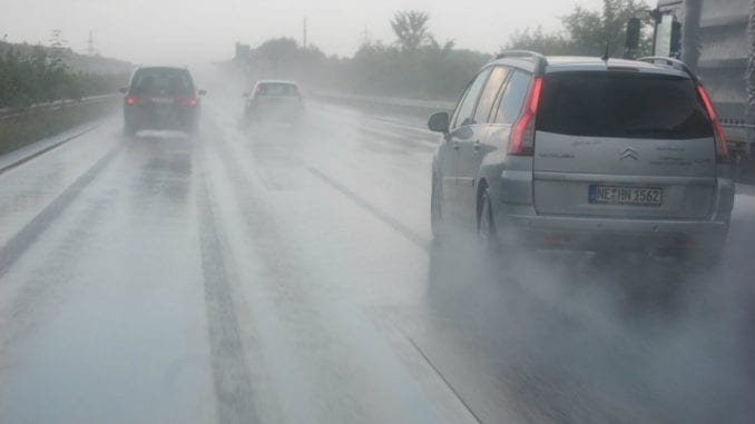 Saobraćaj u Srbiji otežan zbog kiše 1