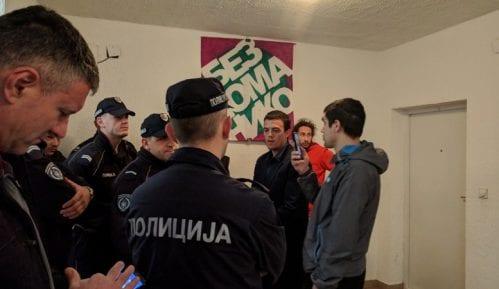 Tokom nenajavljene akcije policije i izvršioca, porodica Aksentijević iseljena (VIDEO, FOTO) 11