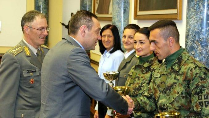 Vulin čestitao vojnoj reprezentacije Srbije u atletici na osvojim odličjima 4