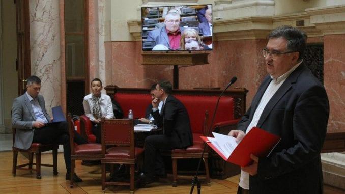 Poslanici  Skupštine Srbije tri sata utvrđivali dnevni red 4