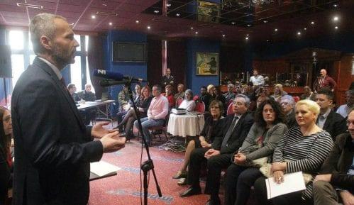 Olenik: Vlast da se povuče ako nije u stanju da postigne sporazum o Kosovu 9