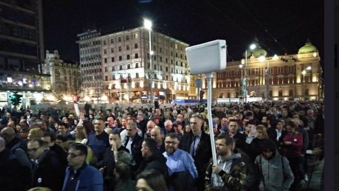 Završen protest 1 od 5 miliona, sledeće subote šetnja do Pinka (VIDEO) 4
