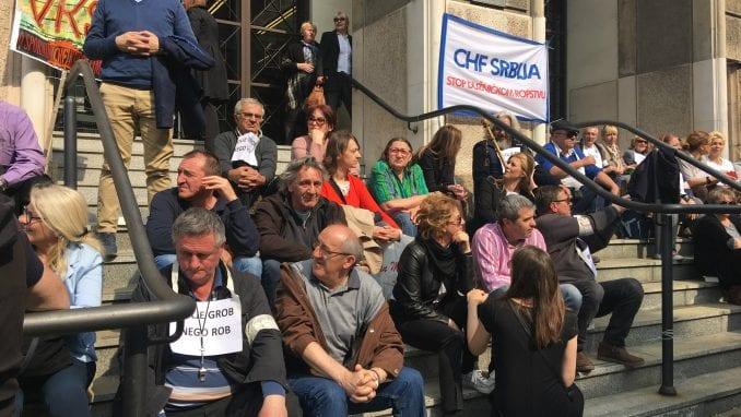 """Protest građana zaduženih u """"švajcarcima"""" (VIDEO) 1"""