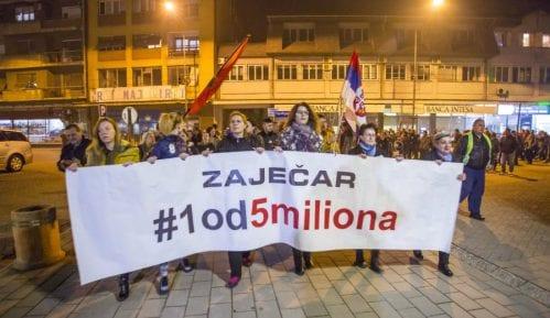 """""""Zaječar 1 od 5 miliona"""": Pritisak na zaposlene u javnim preduzećima i ustanovama da prisustvuju mitingu SNS 4"""