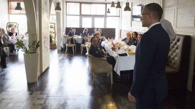 Stefanović organizovao ručak za pripadnice policije povodom Dana žena 1