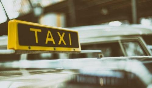 Zbog zatvaranja parkirališta u centru Prokuplja taksisti blokirali saobraćaj 1