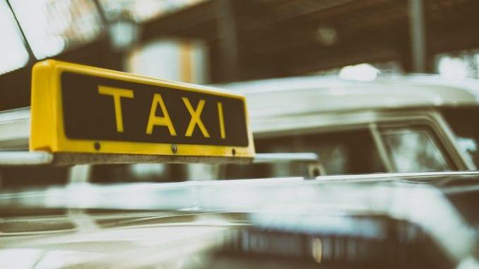 Taksisti uhapšeni u Kladovu zbog krijumčarenja ilegalnih migranata 3