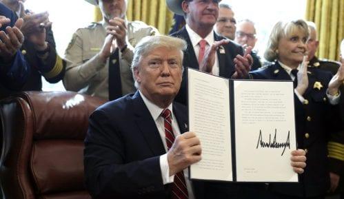Tramp objavio prvi veto da zadrži svoje hitno finansiranje zida 8