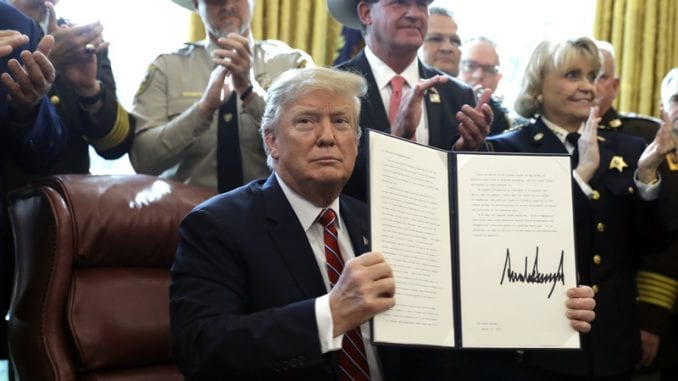 Tramp objavio prvi veto da zadrži svoje hitno finansiranje zida 1