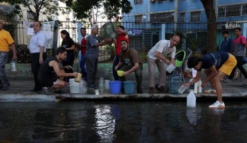 Deset Madurovih rođaka pokušalo da se skloni u Kolumbiju zbog nestašice struje 8