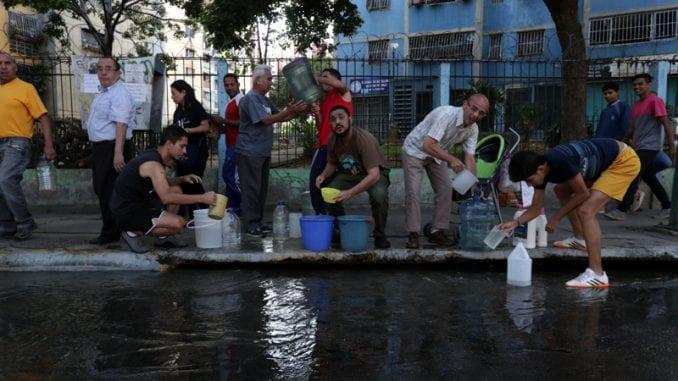 Deset Madurovih rođaka pokušalo da se skloni u Kolumbiju zbog nestašice struje 1