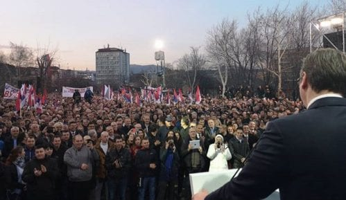 Jedan čovek udaljen tokom Vučićevog govora u Boru zbog transparenta 10
