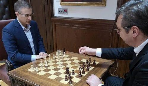 Vučić na Instagramu objavio fotografiju na kojoj igra šah sa Stefanovićem u Predsedništvu 12