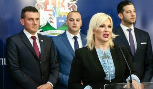 Mihajlović: Priština zabranila štampu, hranu, lekove, a sada bi i ljude 7