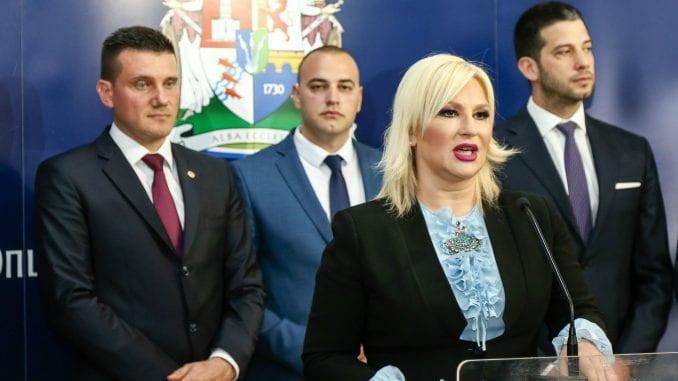 Mihajlović: Priština zabranila štampu, hranu, lekove, a sada bi i ljude 1