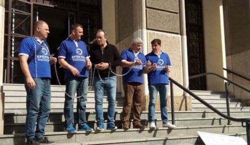 Članovi Efektive vezaće se lancima ispred Vrhovnog suda 1