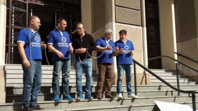 Članovi Efektive vezaće se lancima ispred Vrhovnog suda 2