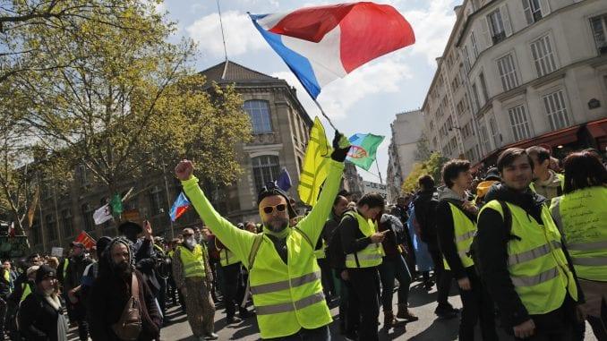 U Parizu održan protest pripadnika Žutih prsluka uprkos korona virusu 2