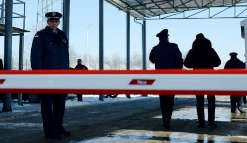 U Nišu pronađeno osam migranata u zapečaćenom kamionu 1