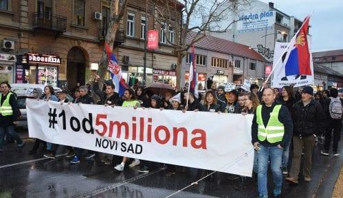 """""""1 od 5 miliona"""" Novi Sad: Solidarnost i podrška za Kanal 9 8"""