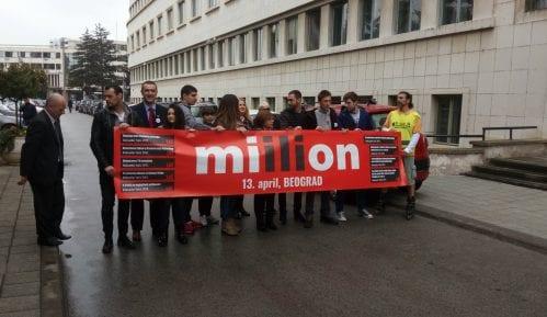 Novi Sad: Opozicioni poslanici performansom pozvali građane na veliki miting 13. aprila 2