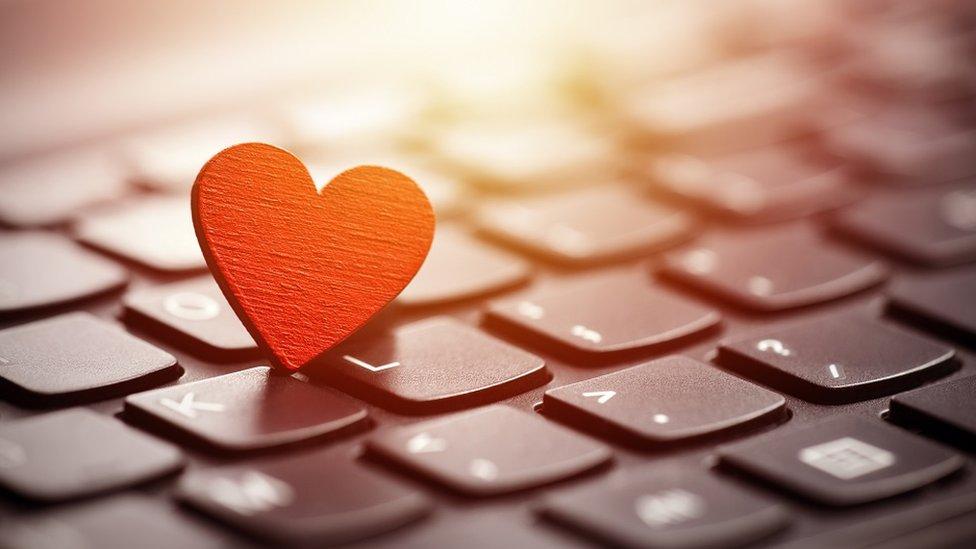 crveno srce na tastaturi