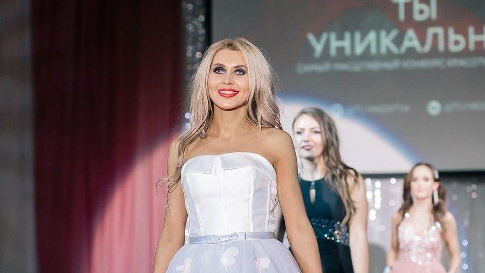 Fotografije Okstane Zotove izazvale su različite reakcije u Rusiji