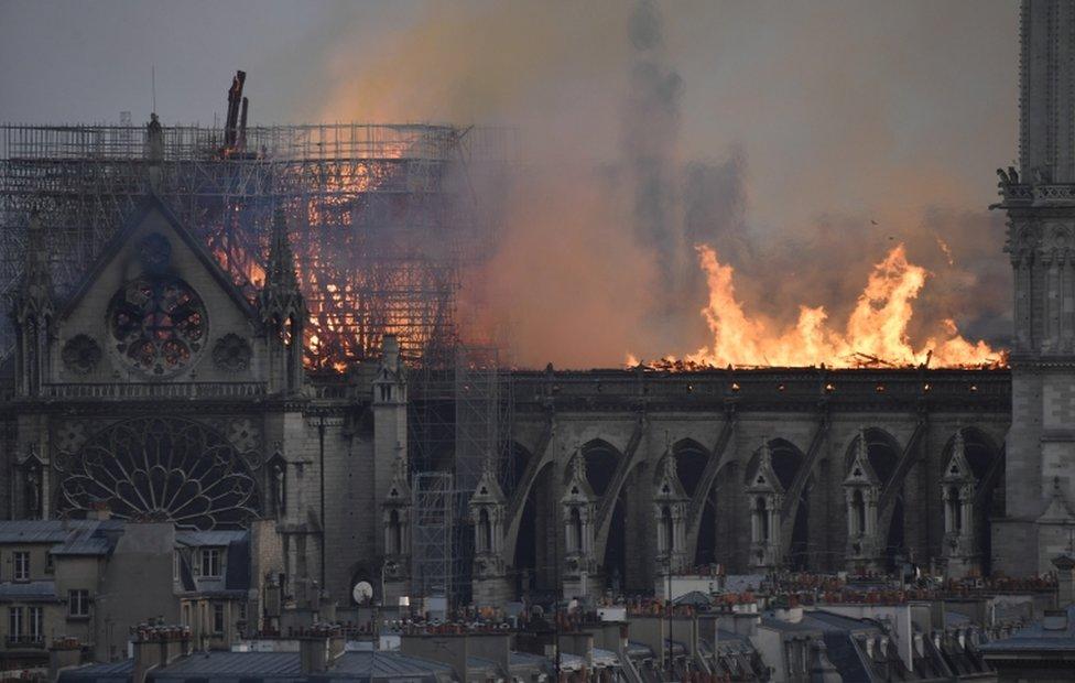 Scene požara u Parizu