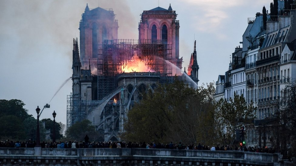 Požar Notr Dam Pariz