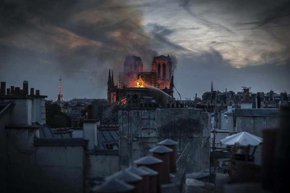 Vatra guta krov katedrale
